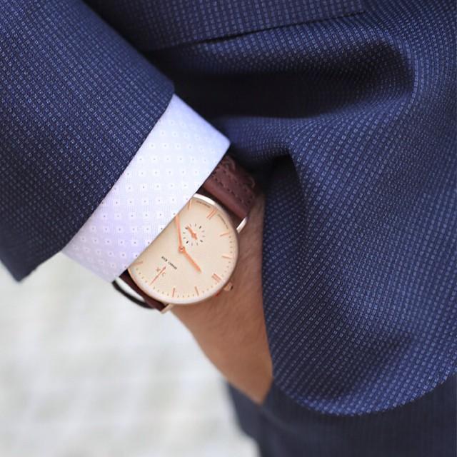 """Don't wait. The time will never be just right."" -Napolean Hill ⌚️Fri frakt på kleins.no i dag @nickcabanawatches #kleinsnordre #suitup #nickcabana #spring #musthave #talismangoldpreppy #mensfashion #eton #cccorneliani #kleinsbutikkene"