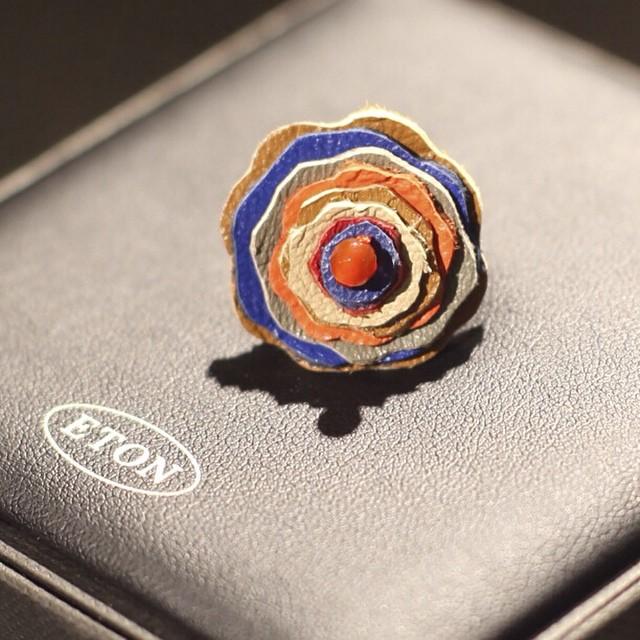 Prikken over i'en til 17.mai  Flower pin fra @etonofsweden #kleinsnordre #leather #layers #quality #details #eton #etonofsweden #suitup #accessorie #blazer #suit #mensfashion #kleinsbutikkene
